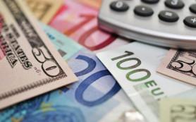 Евро обновил минимум к доллару за 11 месяцев, опустившись ниже $1,32