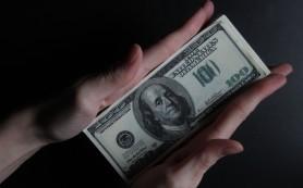 Курс доллара утром в пятницу вырос до 41,79 руб., евро до 52,91 руб.