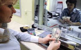 Банки начали ограничивать продажу валюты