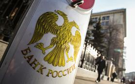 Банки стали меньше зарабатывать на комиссиях
