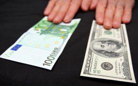 Курс рубля к доллару опустился ниже 52 рублей, к евро — ниже 65 рублей после интервенций ЦБ