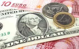 Курс доллара в ходе торгов на Московской бирже превысил 65 рублей, а евро — 77