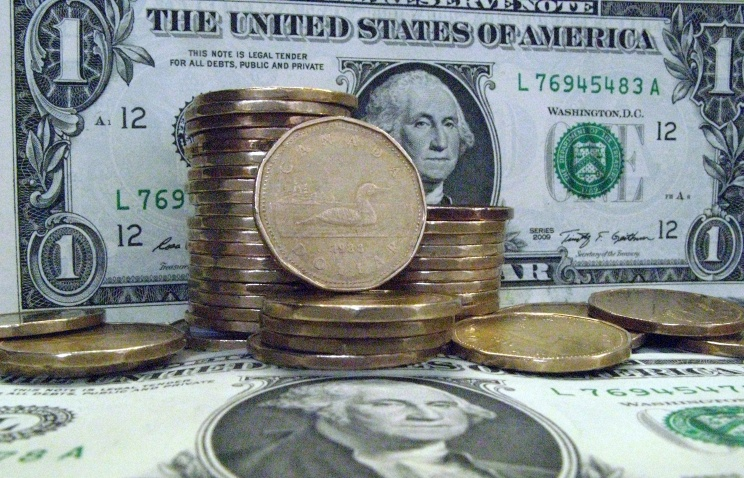 Канадский доллар достиг восьмилетнего минимума по отношению к доллару США