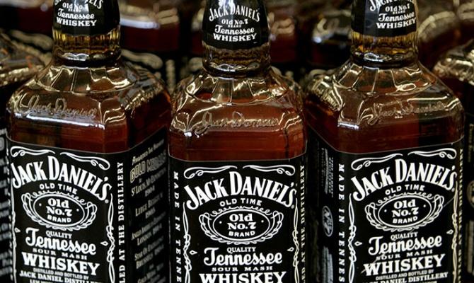 Минпромторг предлагает легализовать в РФ продажу алкоголя через Интернет