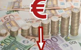 Курс евро опустился ниже 74 рублей в ходе биржевых торгов