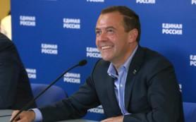 Медведев отреагировал на предложение запретить в России доллар и евро