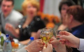 Рестораторы: российские компании переносят новогодние корпоративы из-за экономии средств