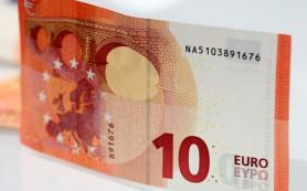 Официальный курс евро обвалился на три рубля
