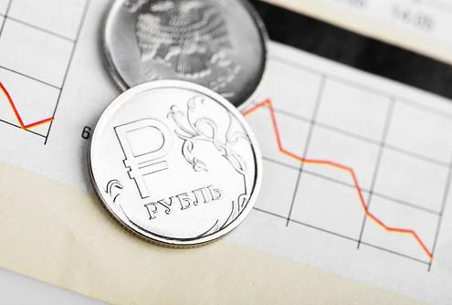 Рубль снизился к доллару и евро