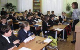 Учителям пообещали повысить заплату