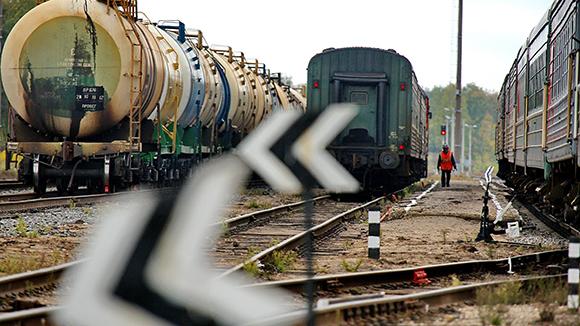 Железные дороги уступают дорогу
