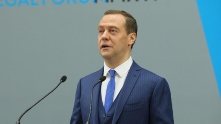 Медведев опасается проблем в мировой экономике в случае распада ВТО