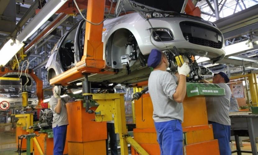 Компании АвтоВАЗ и Renault запросили у российского правительства масштабную госпомощь