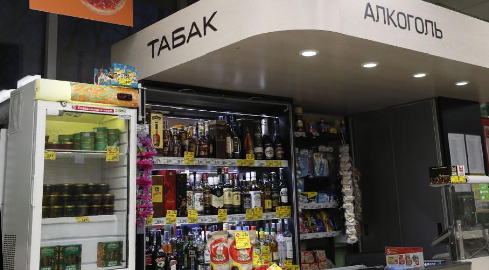 Минздрав против сближения школ и магазинов с алкоголем
