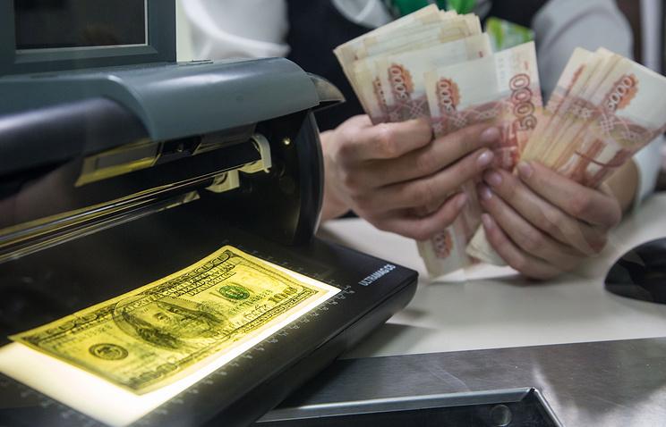 Сбербанк прогнозирует средний курс доллара в 2017 году на уровне 59 рублей