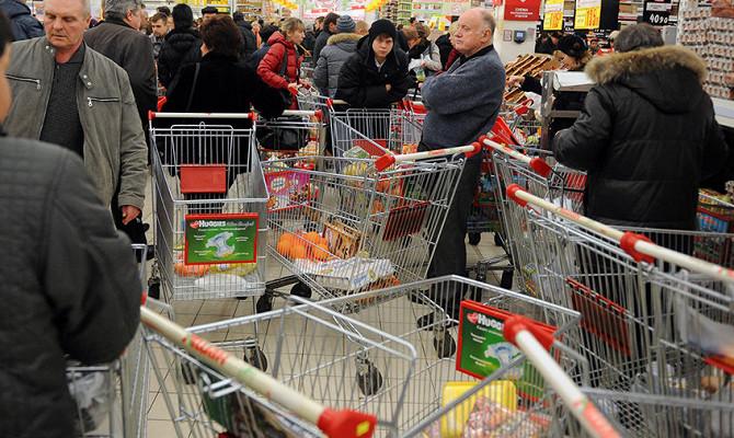 Россияне стали больше тратить и меньше получать