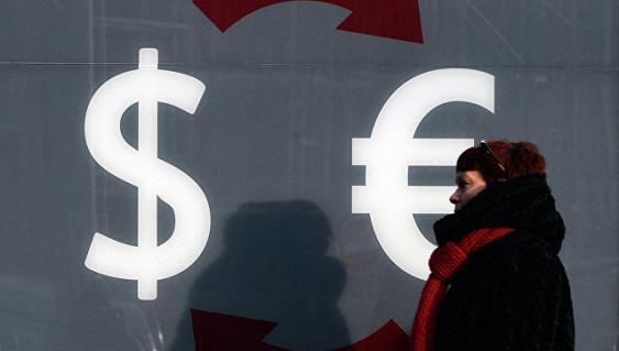 РБК сообщил о дефиците валюты у российских банков