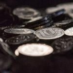 Курс биткоина подрос после падения ниже психологической отметки