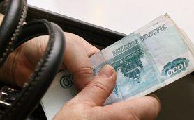 Евро по итогам основной валютной сессии подешевел на 1,2 рубля