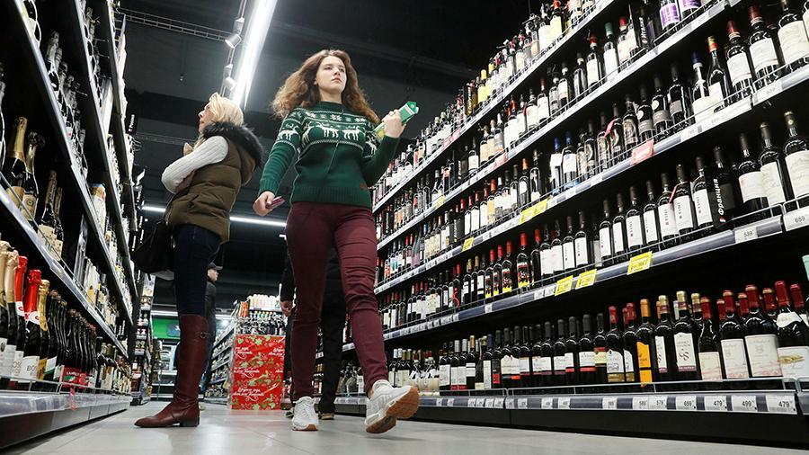 Право на бокал: Минэк против запрета продажи алкоголя до 21 года