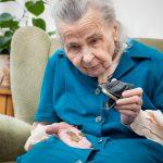 Исследование: половина одиноких пенсионеров РФ не может себя обеспечить