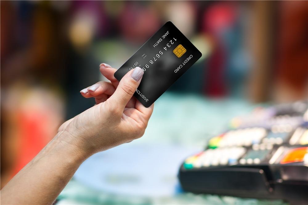 Где и как обналичить кредитную карту