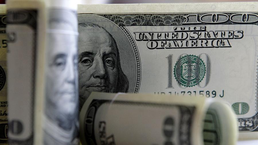 Занялись баксом: россияне увеличили накопления в валюте