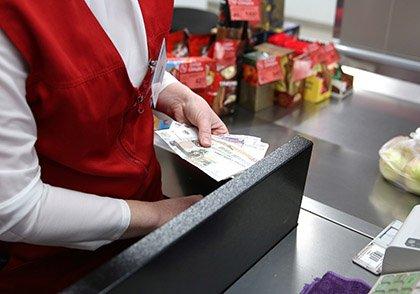 Эксперимент по снятию наличных в магазинах могут распространить на всю Россию