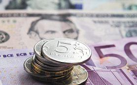 Официальный курс доллара вырос на 4 копейки, евро — на 15