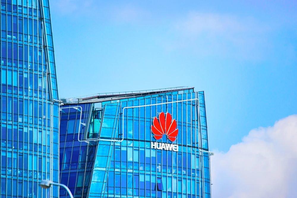 Британские спецслужбы посоветовали Джонсону сотрудничать с Huawei по 5G