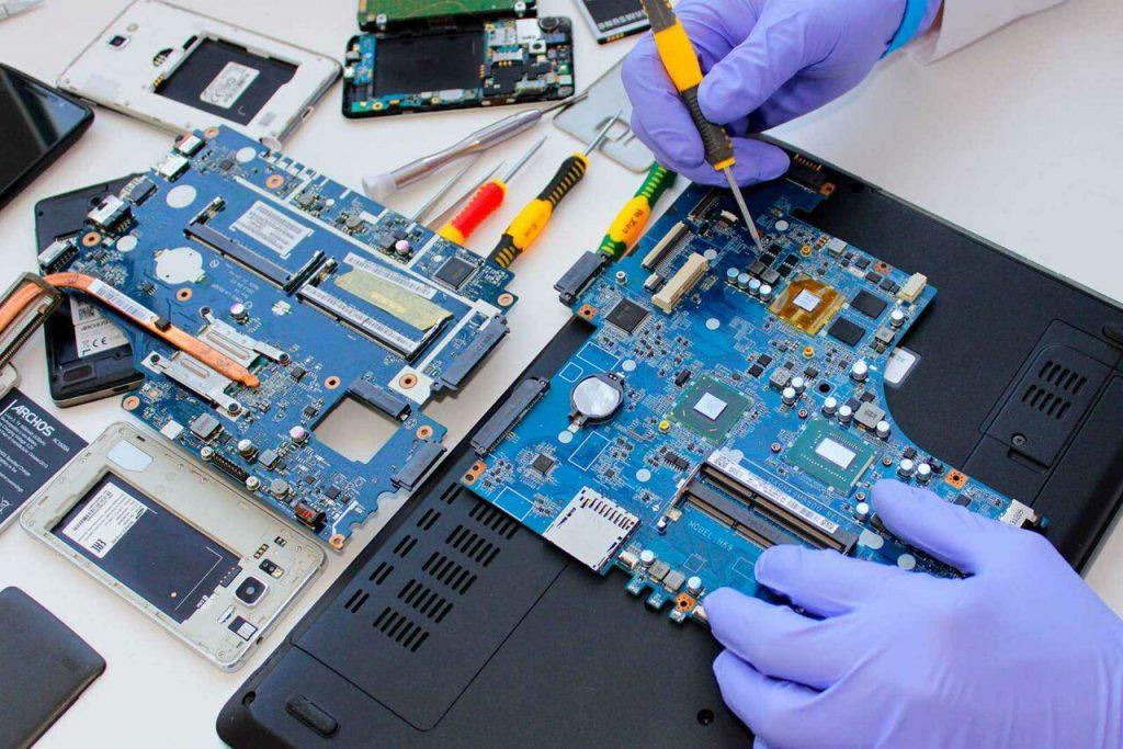Как работают сервисы по ремонту ноутбуков.