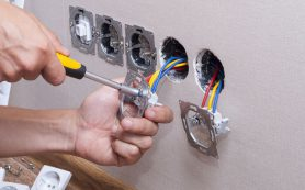 Как самостоятельно заменить электропроводку в комнате