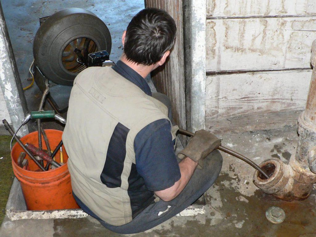 Прочистка канализации: быстро, недорого, надежно