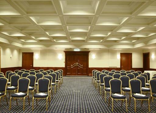 Организация конференций в Санкт-Петербурге для большого количества участников