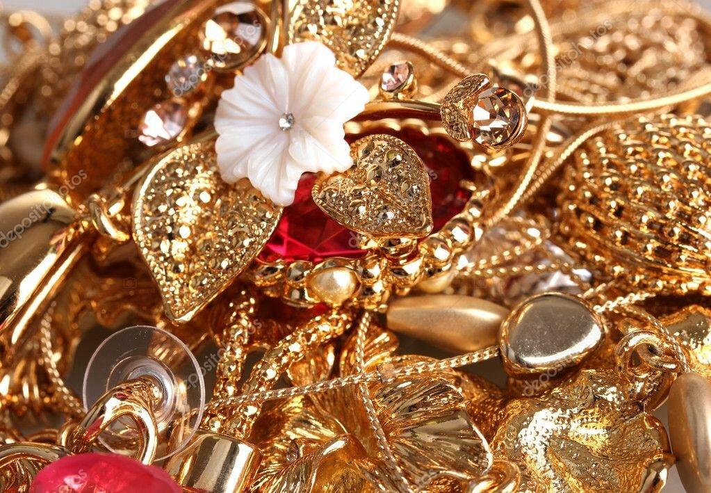 Золотые серьги от известных брендов