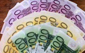 Рубль завершил основную валютную сессию ослаблением