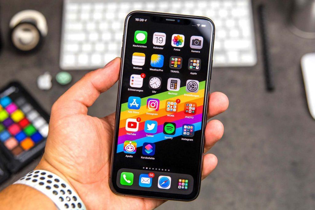 Современный айфон 12
