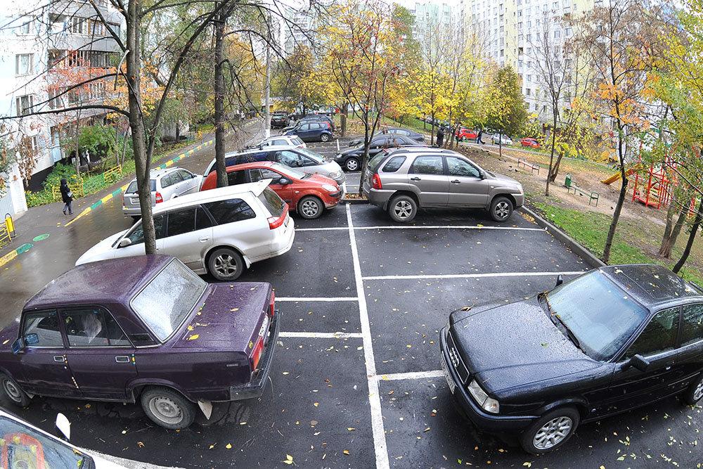 Количество мест на парковках около домов начнут определять регионы