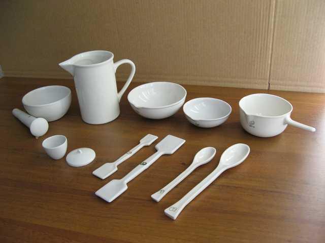 Керамическая лабораторная посуда, ее свойства и преимущества
