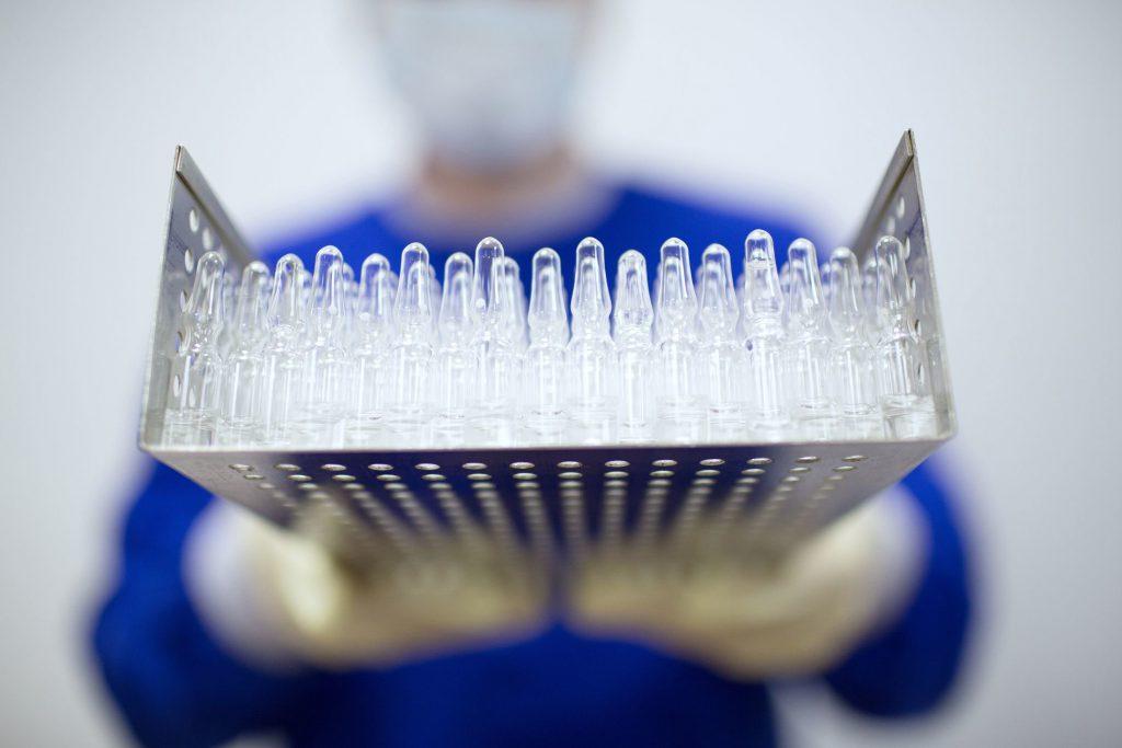 В РФ начались пострегистрационные испытания вакцины «Эпиваккорона»