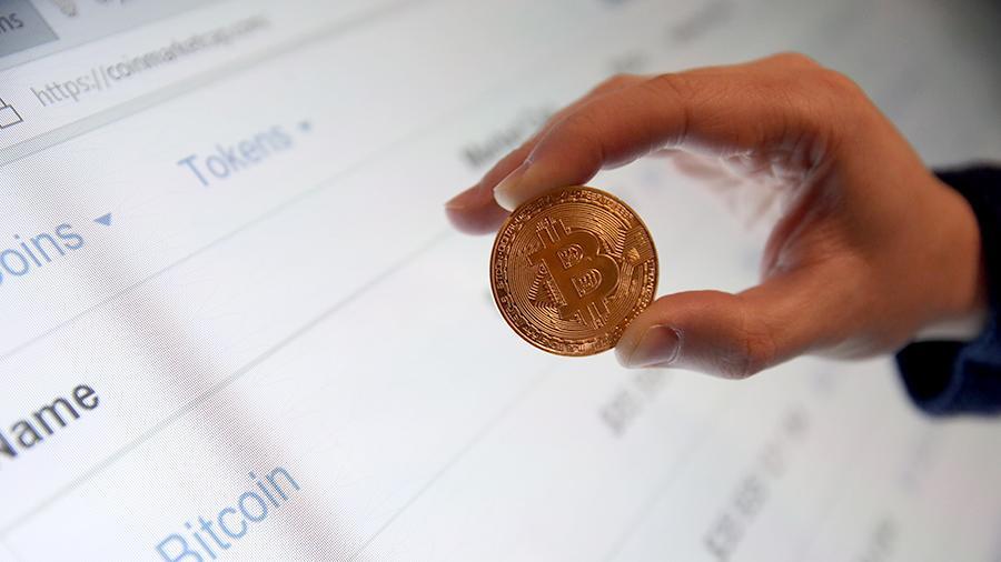 Стоимость биткоина впервые в истории превысила $22 тыc.