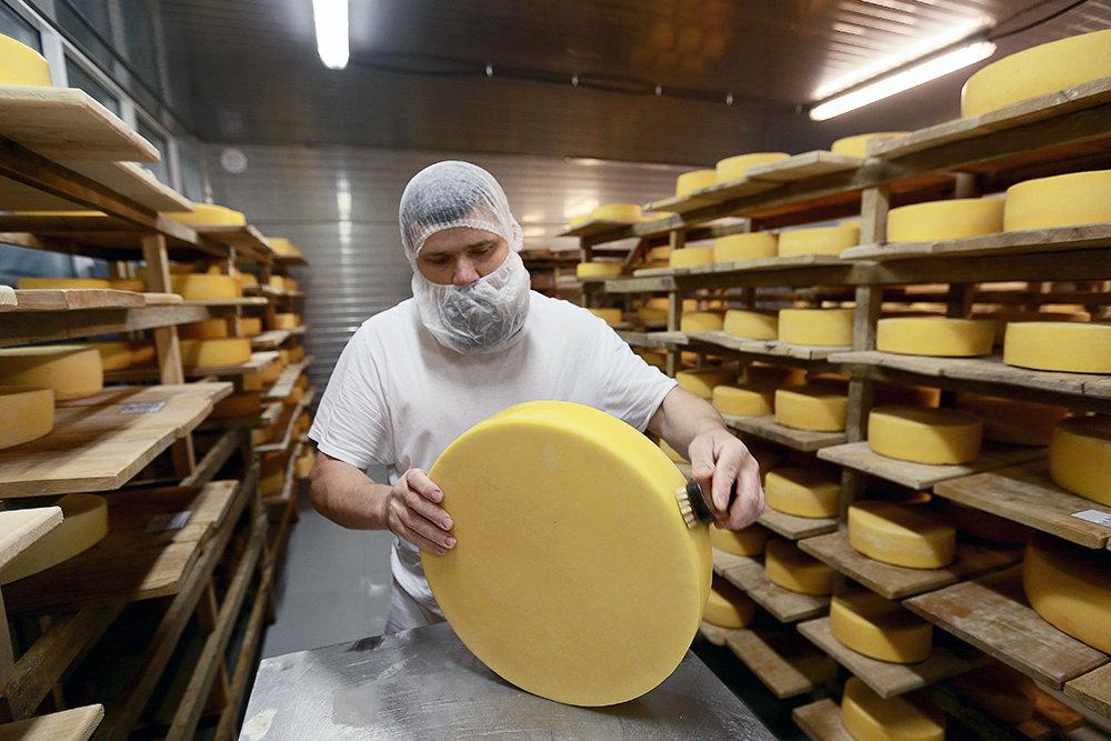 Подмосковных фермеров проводят в сетевые магазины