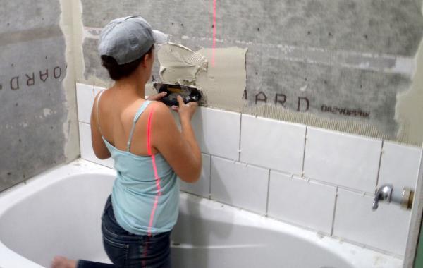 Как положить в ванной плитку самостоятельно
