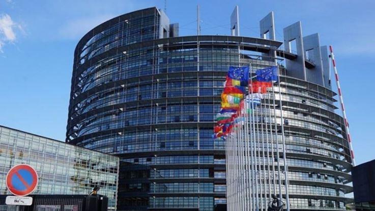 ЕС выбирает вакцинацию, отказавшись от закрытия границ