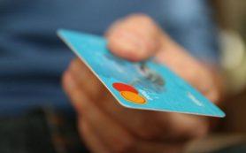 Перечислены случаи, в которых банки могут снять комиссию с карты или счета