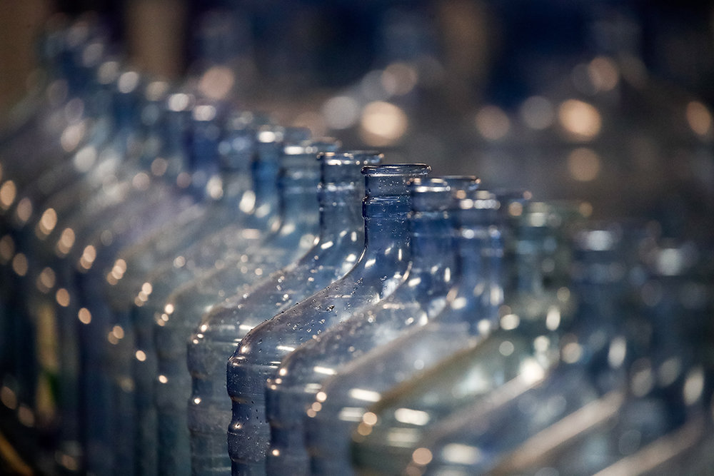 Правительство продлило эксперимент по маркировке воды до 1 июня