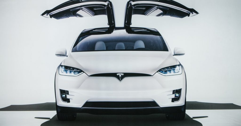 Стоит ли приобретать акции компании Tesla?