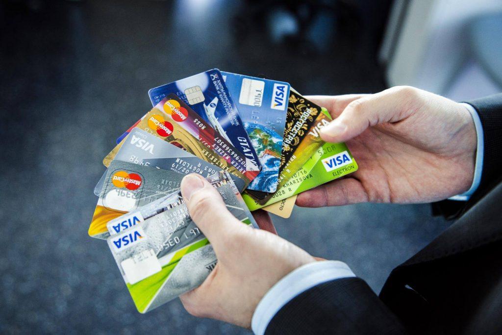 Так ли выгодны кредитные карты и стоит ли их оформлять