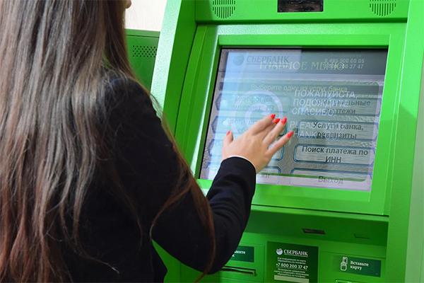В России зафиксирован новый рекорд по доле безналичных платежей