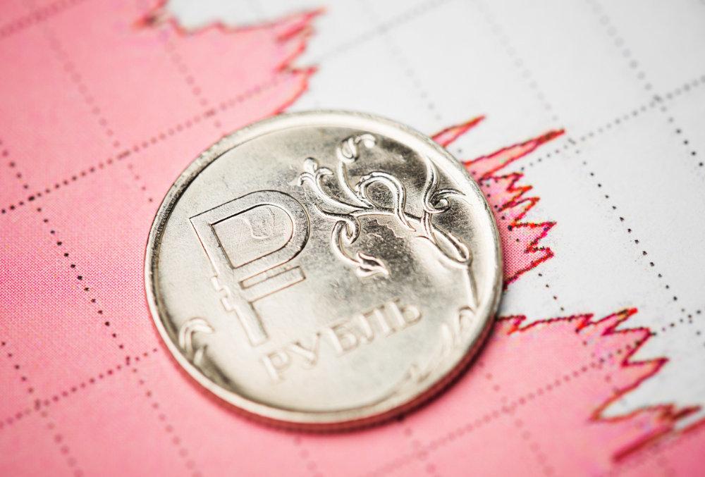 Курс рубля перешел в наступление против доллара и евро